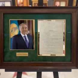 Автограф Нурсултана Назарбаева (анкета с автографом)