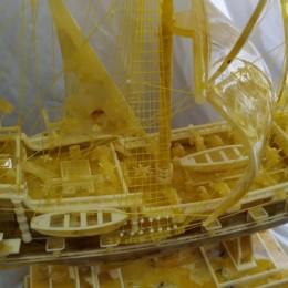 Корабль Галеон из янтарь