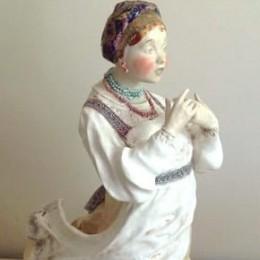 Статуэтка Девушка в сарафане (фарфор, h=42 см)