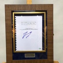 Автограф Леонардо Ди Каприо (на сценарии «Титаник»)