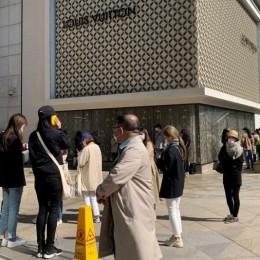 И коронавирус не страшен: Сотни южнокорейцев выстроились в очередь перед магазинами Chanel