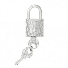 Брелок от Dior в виде замка за 570 $