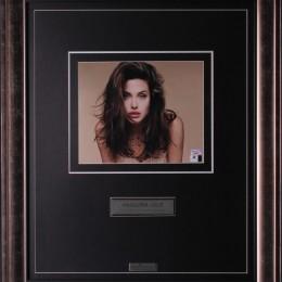 Анджелина Джоли (автограф на фото)