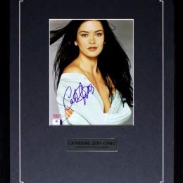 Кетрин Зета-Джонс (автограф на фото)