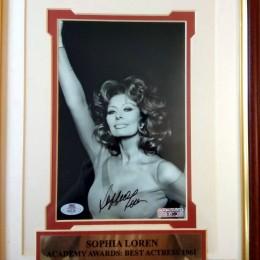 Софи Лорен (автограф на фото)
