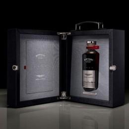 Бутылка виски Aston Martin x Bowmore, которая стоит дороже автомобиля Porsche