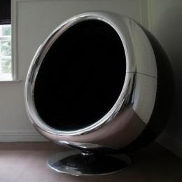 Роскошное кресло из капота двигателя Боинга 737