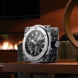 Hublot превратил свои лучшие карманные часы в настольные