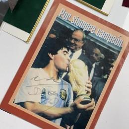 Журнал с автограф Диего Марадона