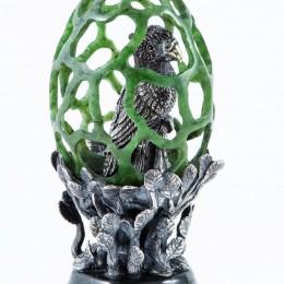 Пасхальное яйцо из нефрита Птица в клетке