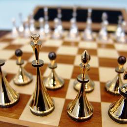 VIP шахматы из золота с бриллиантами