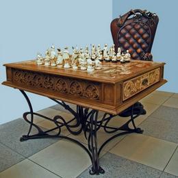 Шахматы Испанские 16 век (бивень, дерево, золото)