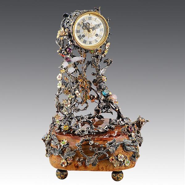 Французские часы на ониксе с самоцветами