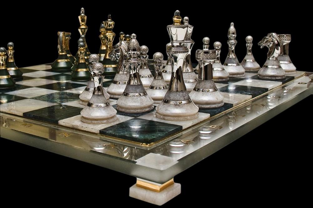 Каменные шахматы с бриллиантами и золотом