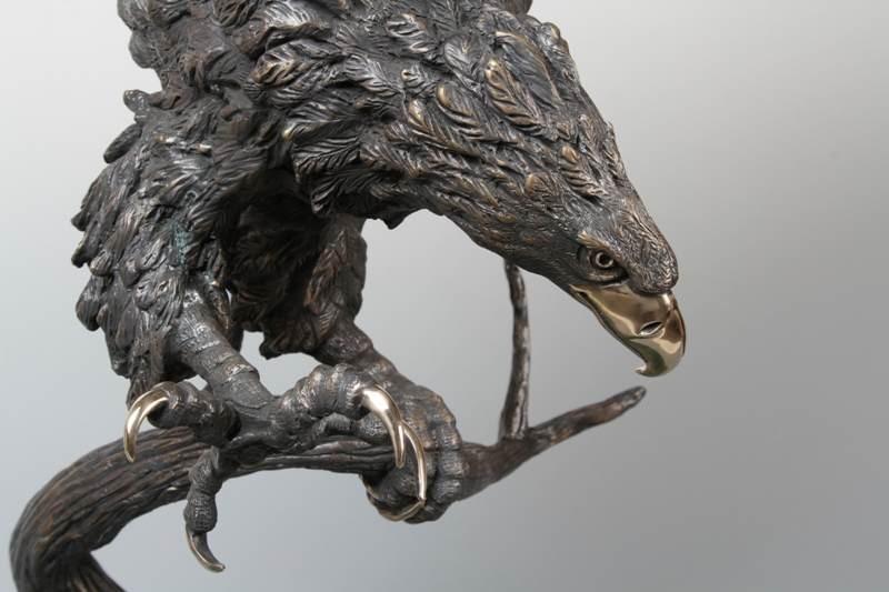 Орел из бронзы