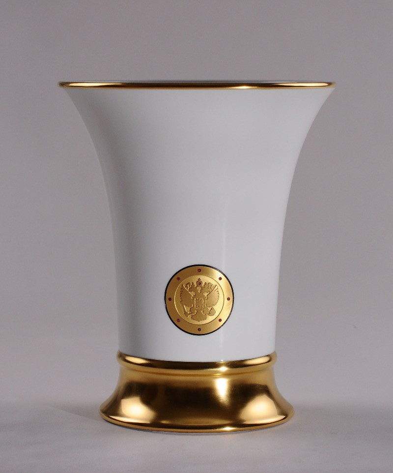 Фарфоровая ваза с гербом России