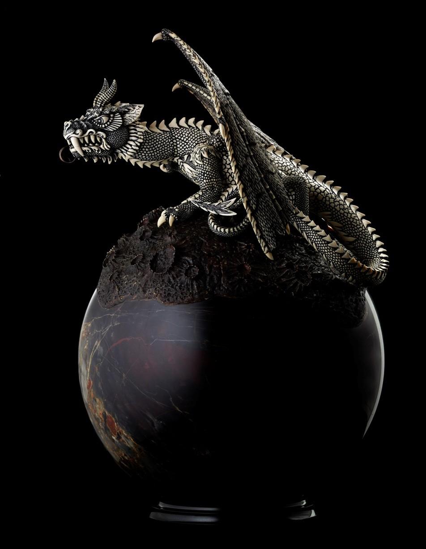 Дракон на шаре