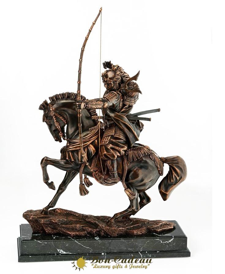 Композиция самурай с луком (h=48 см, бронза)