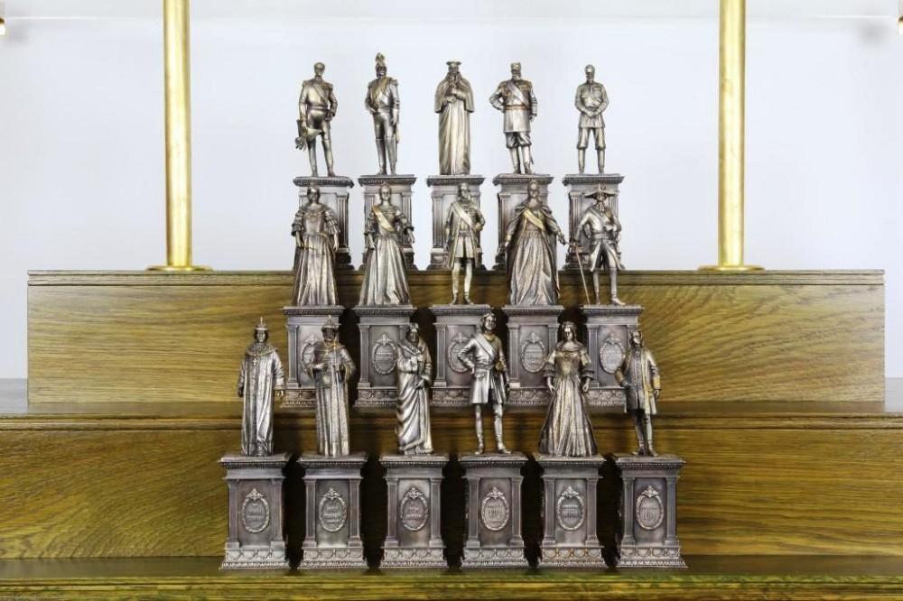 60 мини-памятников Романовых, Рюриковичей и Патриархов (бронза)