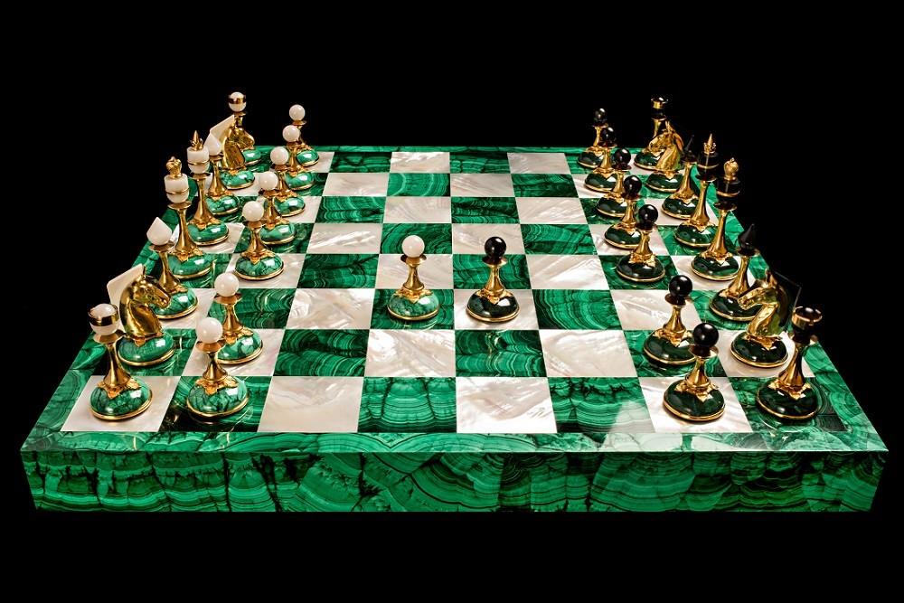 Шахматы с малахитом и перламутром