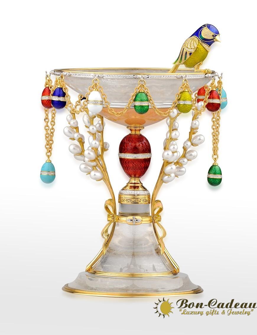 в наличии пасхальное яйцо из золота с эмалью