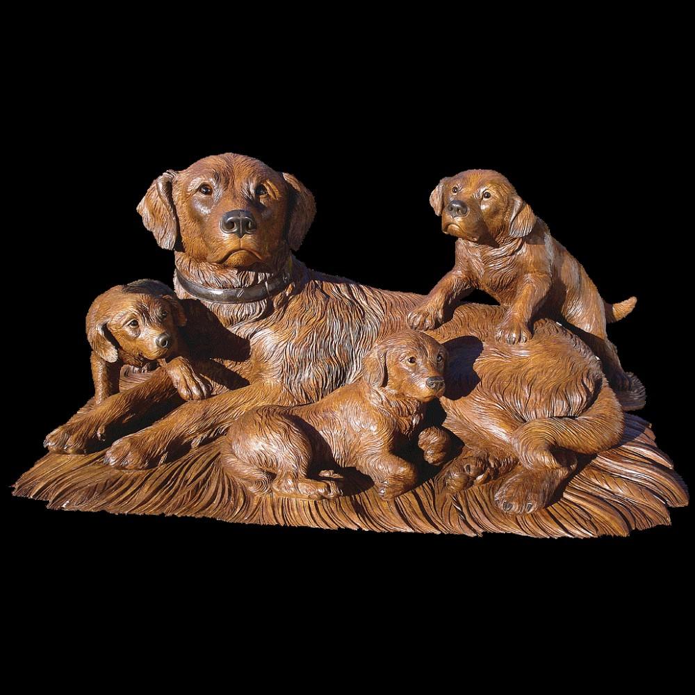 Собака со щенками резная скульптура из дерева
