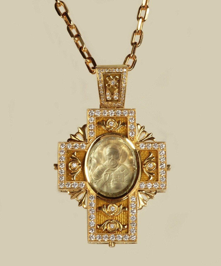 Крест с инталией