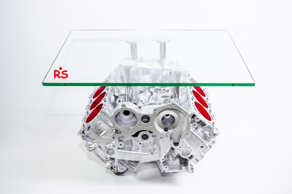 Стол в форме двигателя V8