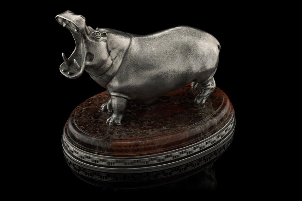 Бегемот из серебра на яшме - 16 см