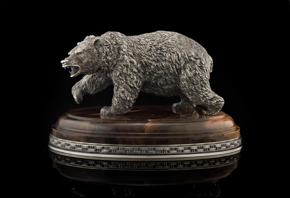 Суровый медведь из серебра (L=19 см)