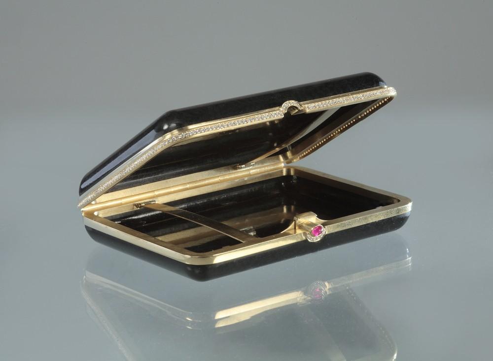 Портсигар с бриллиантами и рубином (нефрит)