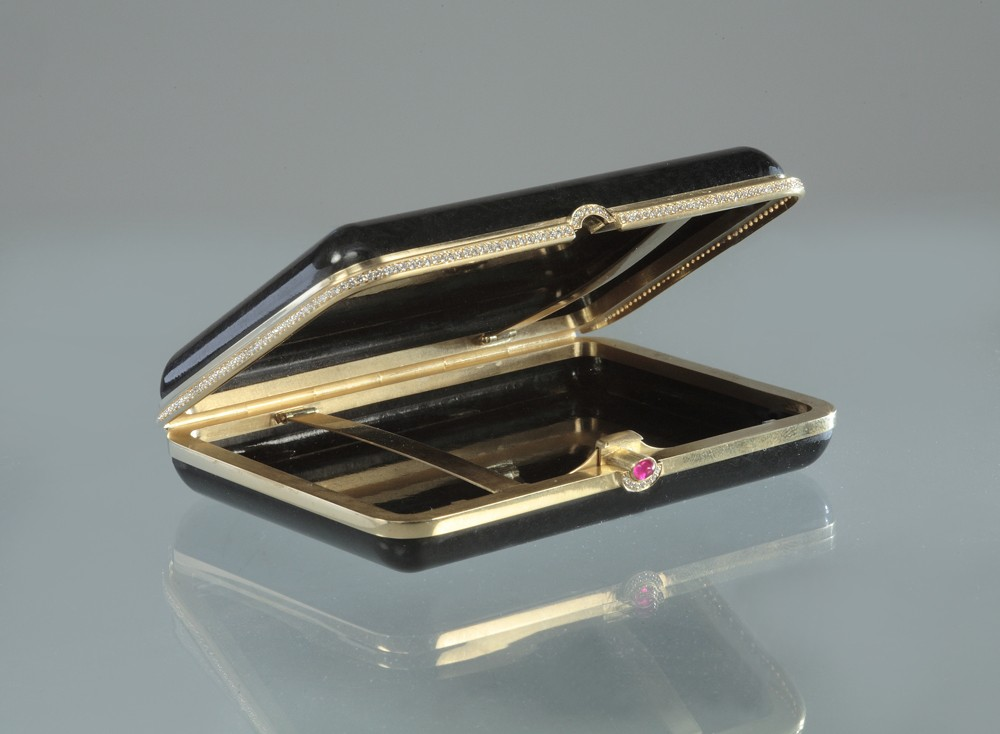 Портсигар с бриллиантами и рубином
