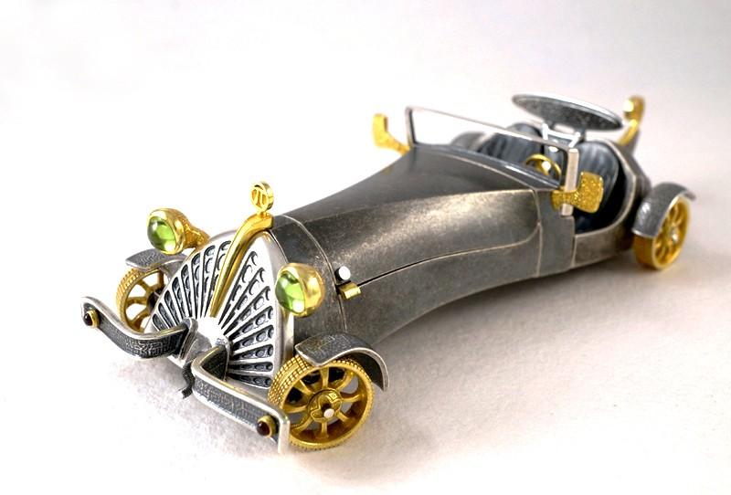 Ретро-автомобиль из серебра