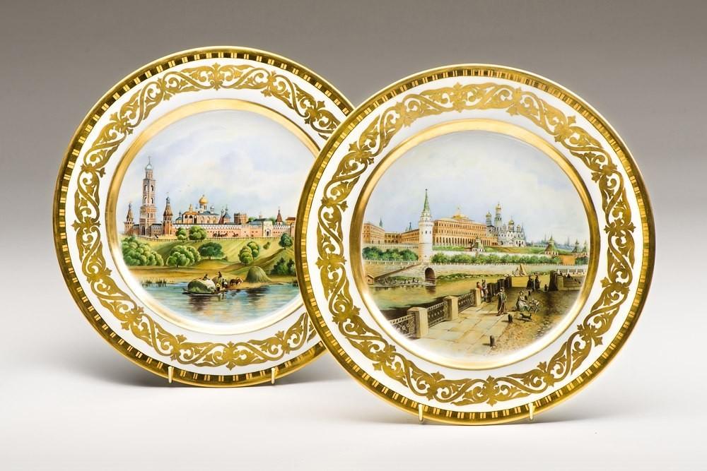 Фарфоровые тарелки с видами Москвы