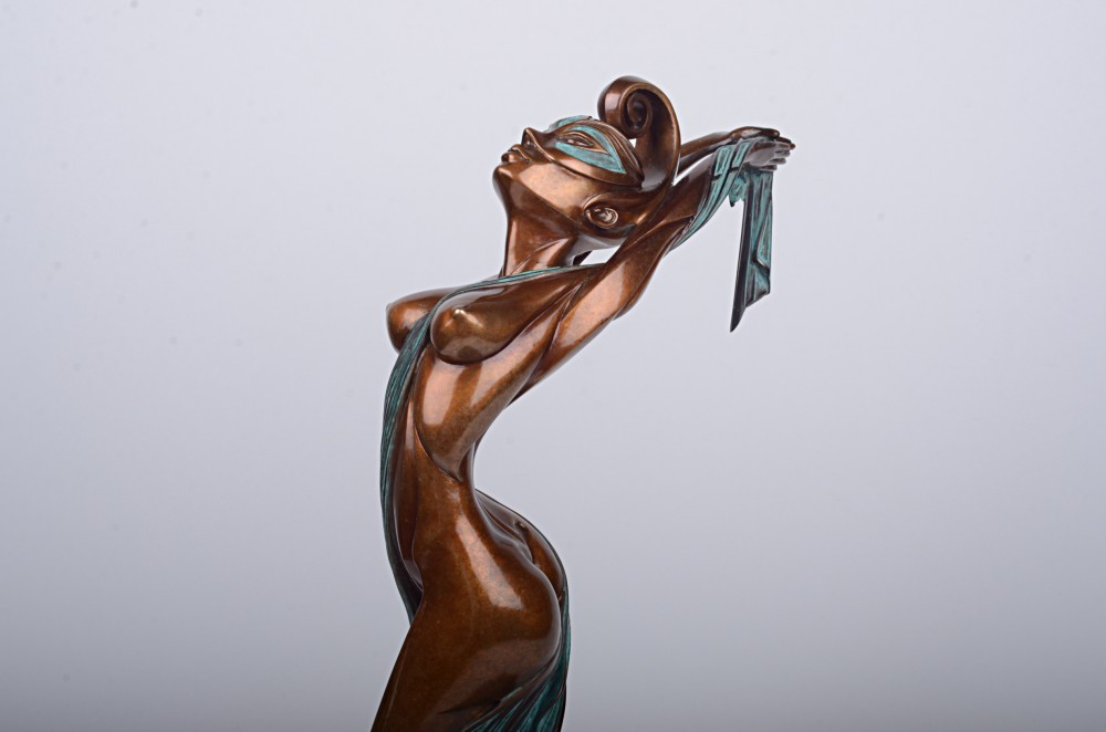 Скульптура из бронзы Мельпомена