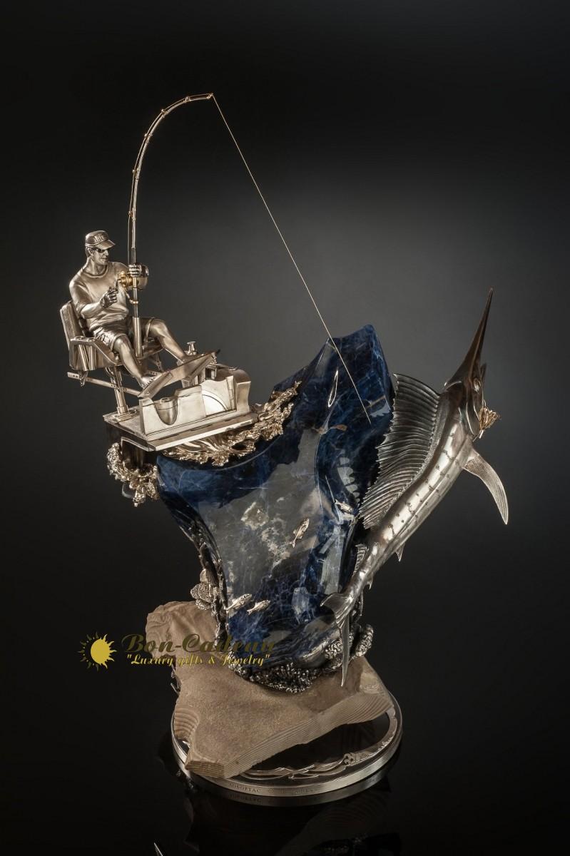 Скульптура «Рыбак и океан»