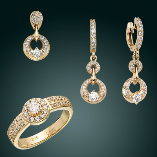 Гарнитур с бриллиантами из желтого золота