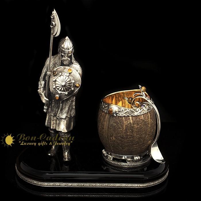 Икорница «Русский воин с бочкой» (серебро, янтарь, кокос)