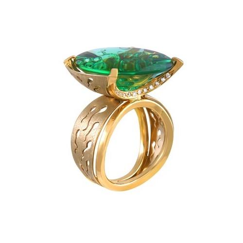Кольцо с крупным празеолитом