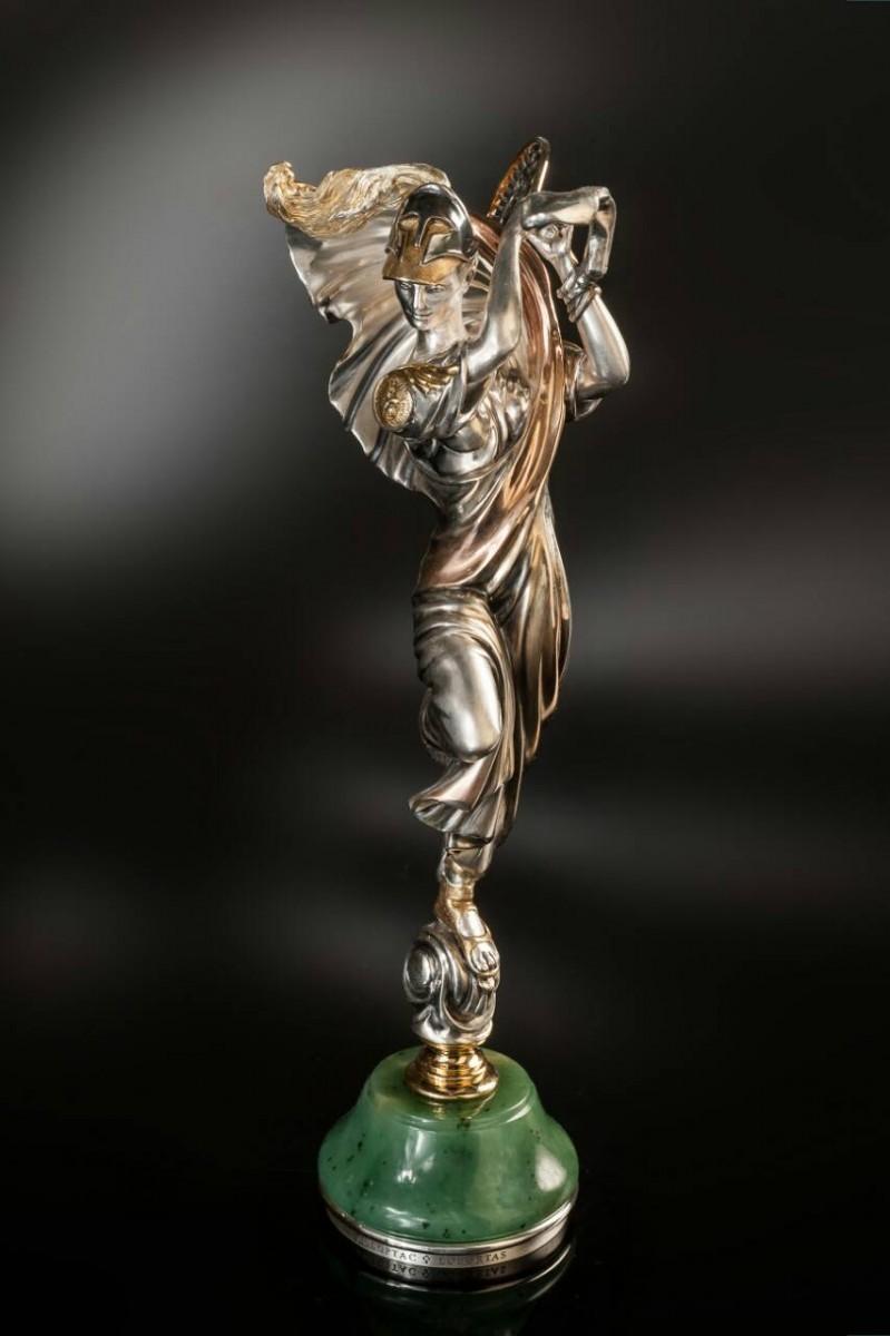 Афина с теннисной ракеткой (нефрит, серебро)