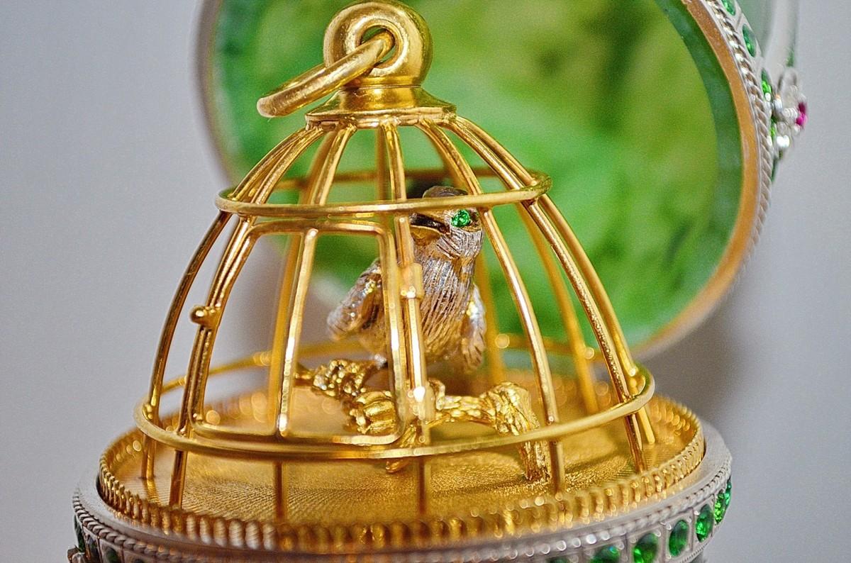 Пасхальное яйцо из нефрита (Птичка)
