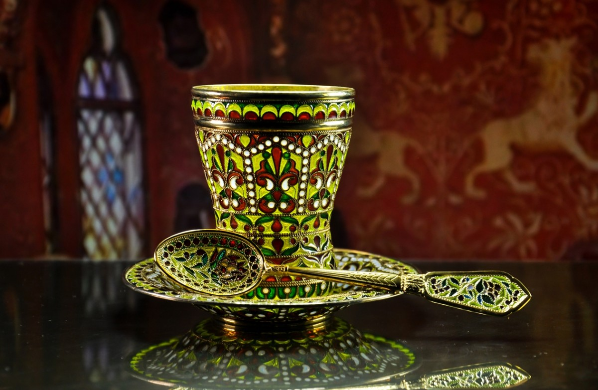 Королевская чайная пара из витражной эмали и серебра