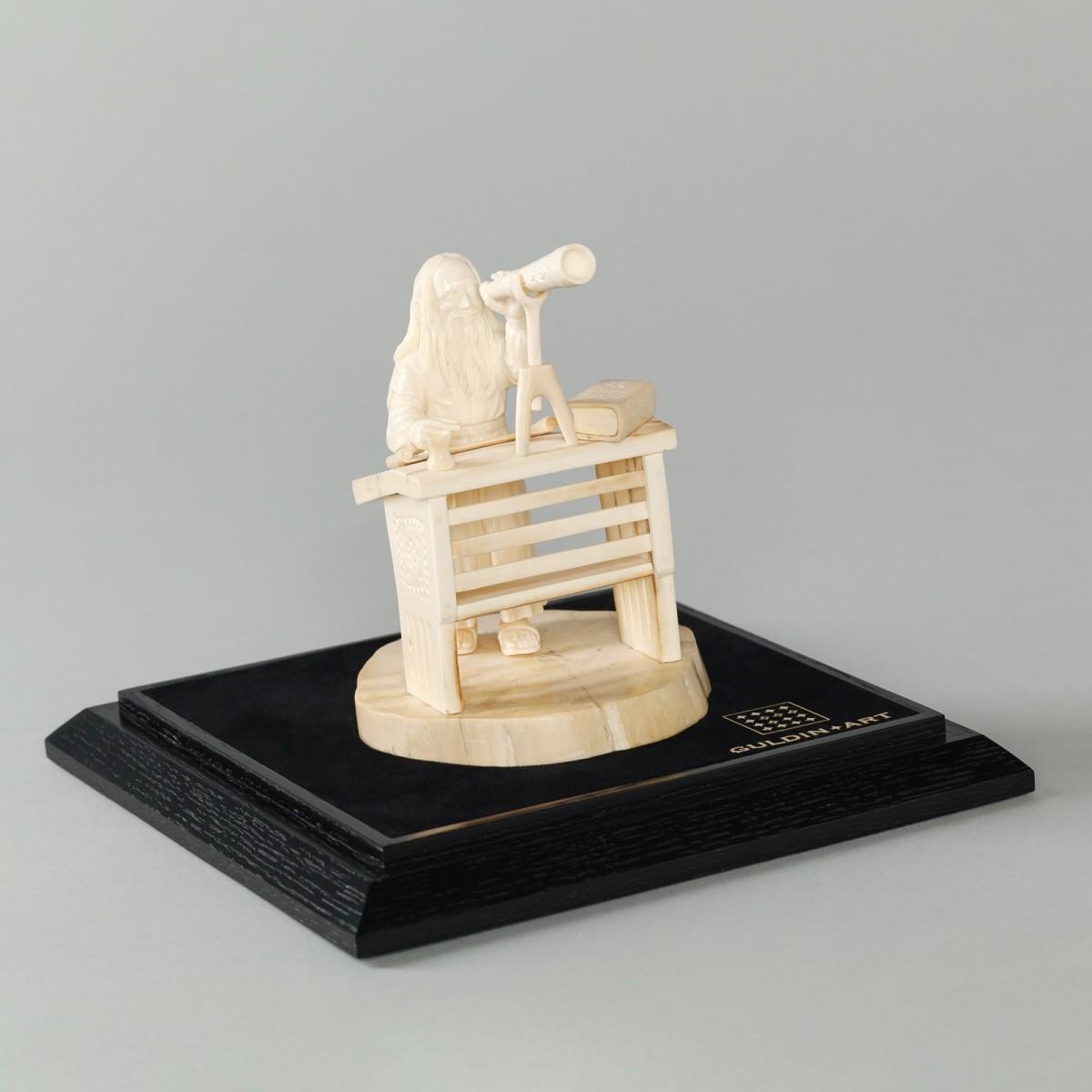 Скульптура из бивня мамонта Астроном