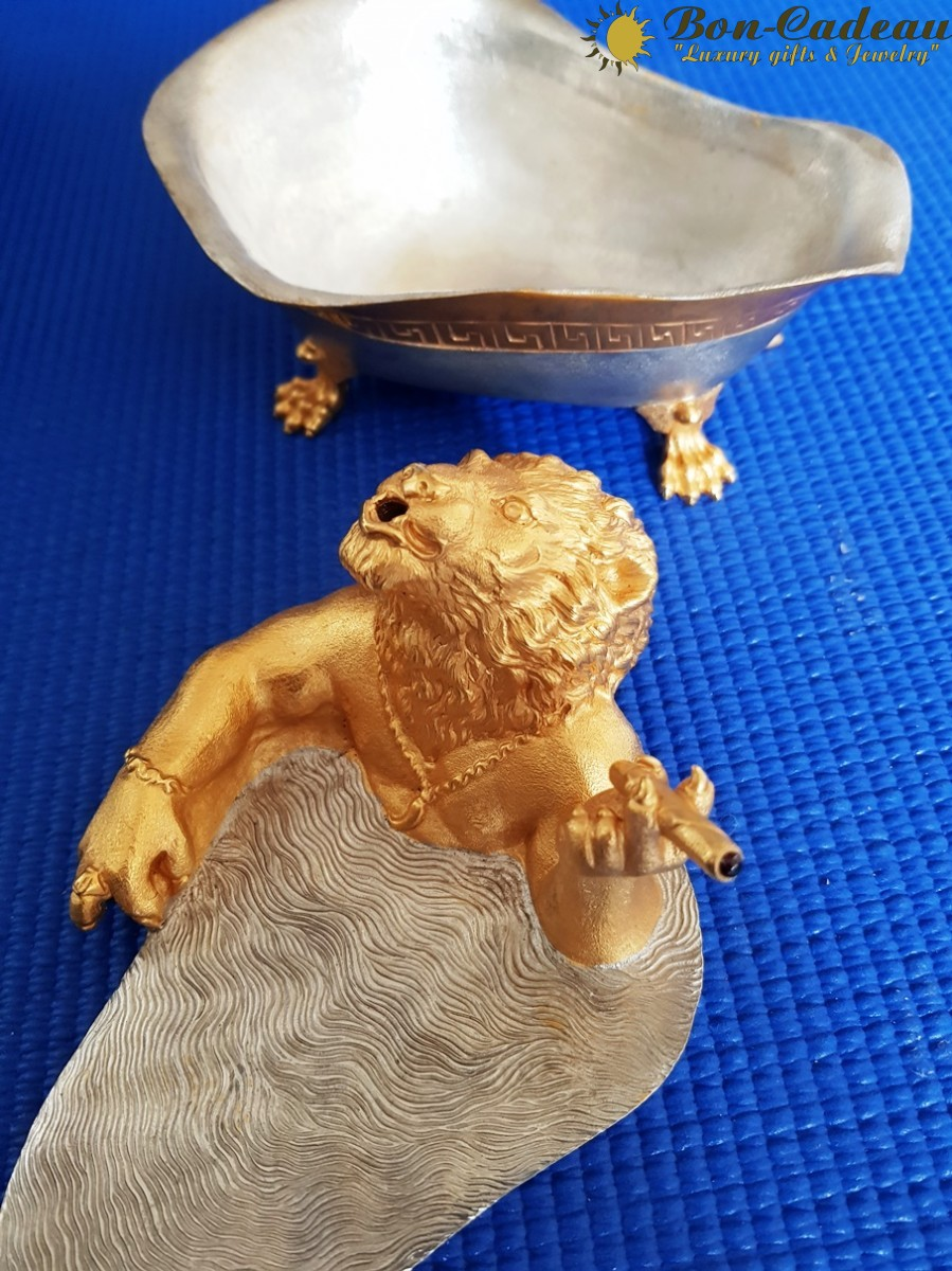 Сувенир Лев в ванной (бронза, позолота)