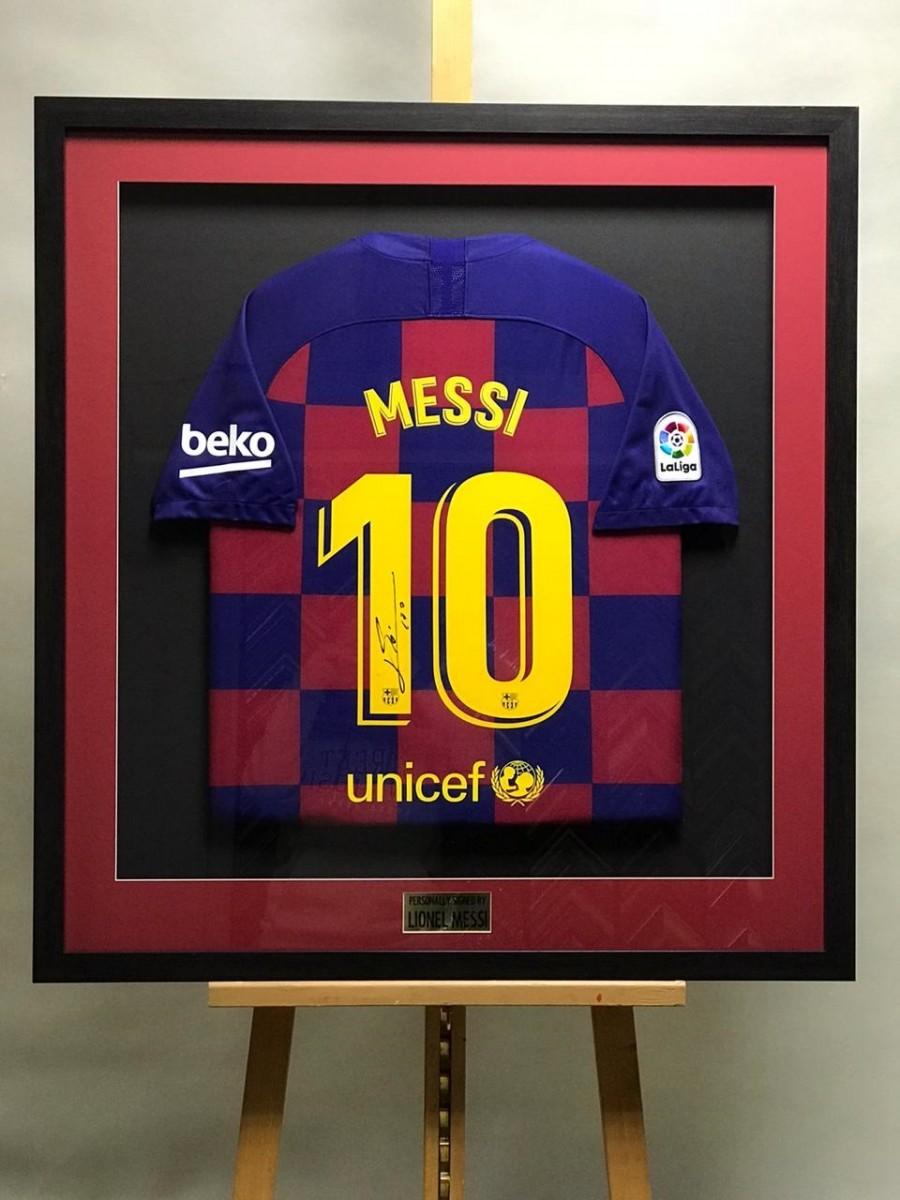 Автограф Лионеля Месси (на футболке)