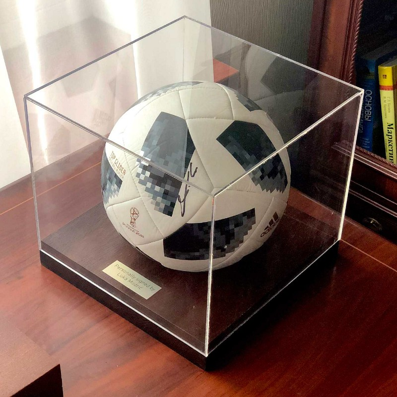 Мяч с автографом Луки Модрич