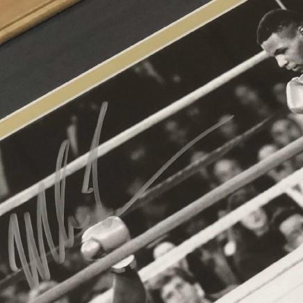 Автограф на фото Майка Тайсона