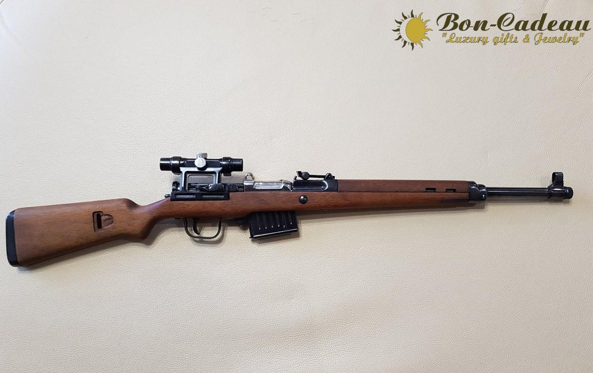 Стреляющий Gewehr 43 с оптикой (1:4)