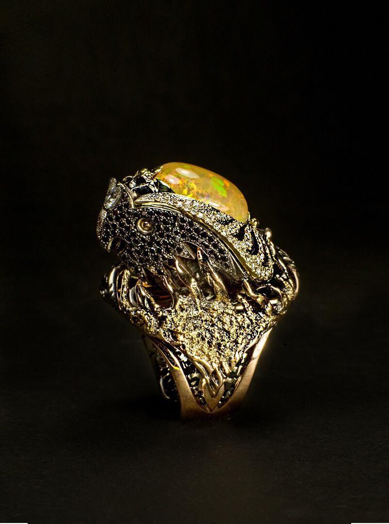 Кольцо «Чёрный феникс» (золото, мексиканский опал)