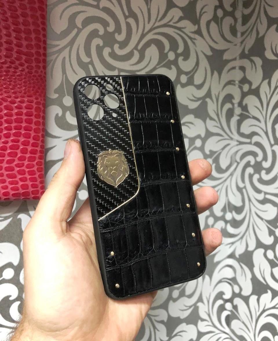 Персональный чехол на iPhone 12 (золото, карбон)